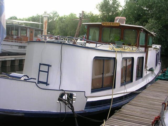 vend bateau logement motoris 91 seine plus sp cialiste du bateau logement p niche d. Black Bedroom Furniture Sets. Home Design Ideas