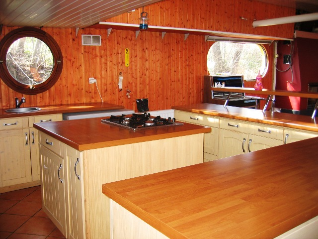freycinet naviguante et am nag e sur 180m 77 seine plus sp cialiste du bateau logement. Black Bedroom Furniture Sets. Home Design Ideas