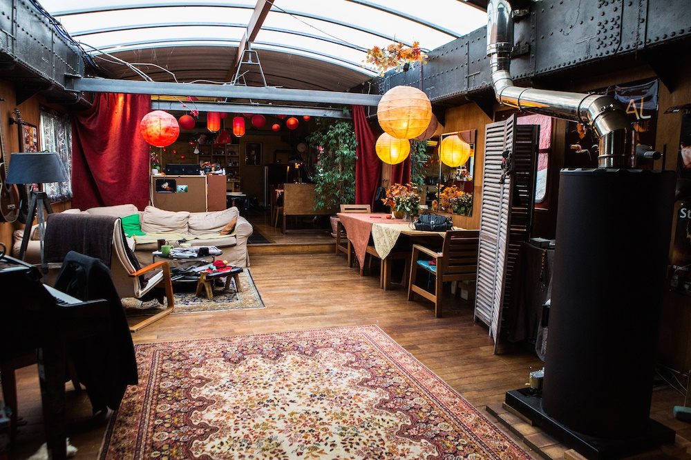 peniche d artiste dans freycinet seine plus sp cialiste du bateau logement p niche d. Black Bedroom Furniture Sets. Home Design Ideas